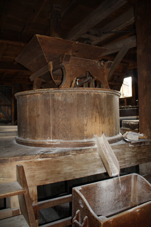 Interior of the gristmill. Photograph by Ana Lucia Araujo, 2015.